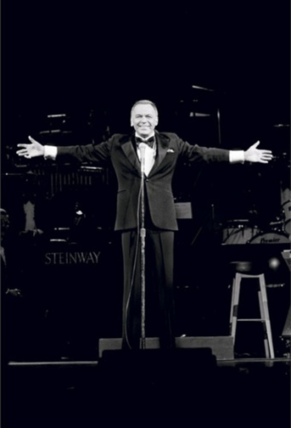 Terry O'Neill: Frank Sinatra London, 1989 Gelatin silver print Signed on verso & on recto Numbered on verso 50,4 x 40,6 cm Ed. 9/50