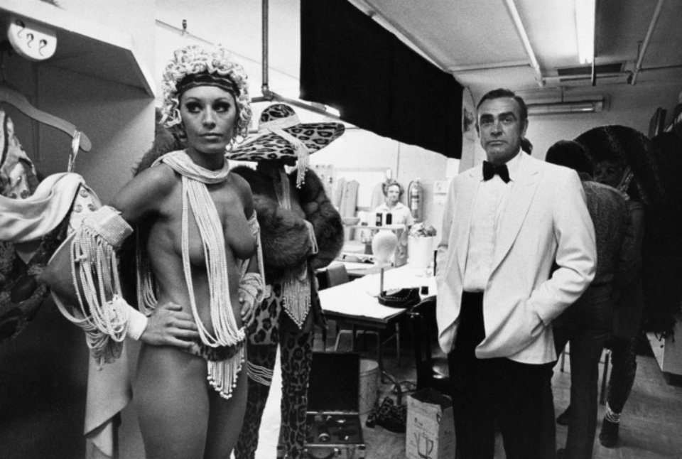 Terry O'Neill: Sean Connery on the set of ,Diamonds are forever' Las Vegas, 1971 Gelatin silver print Signed on verso & on recto Numbered on verso 50,9 x 40,3 cm Ed. 2/50