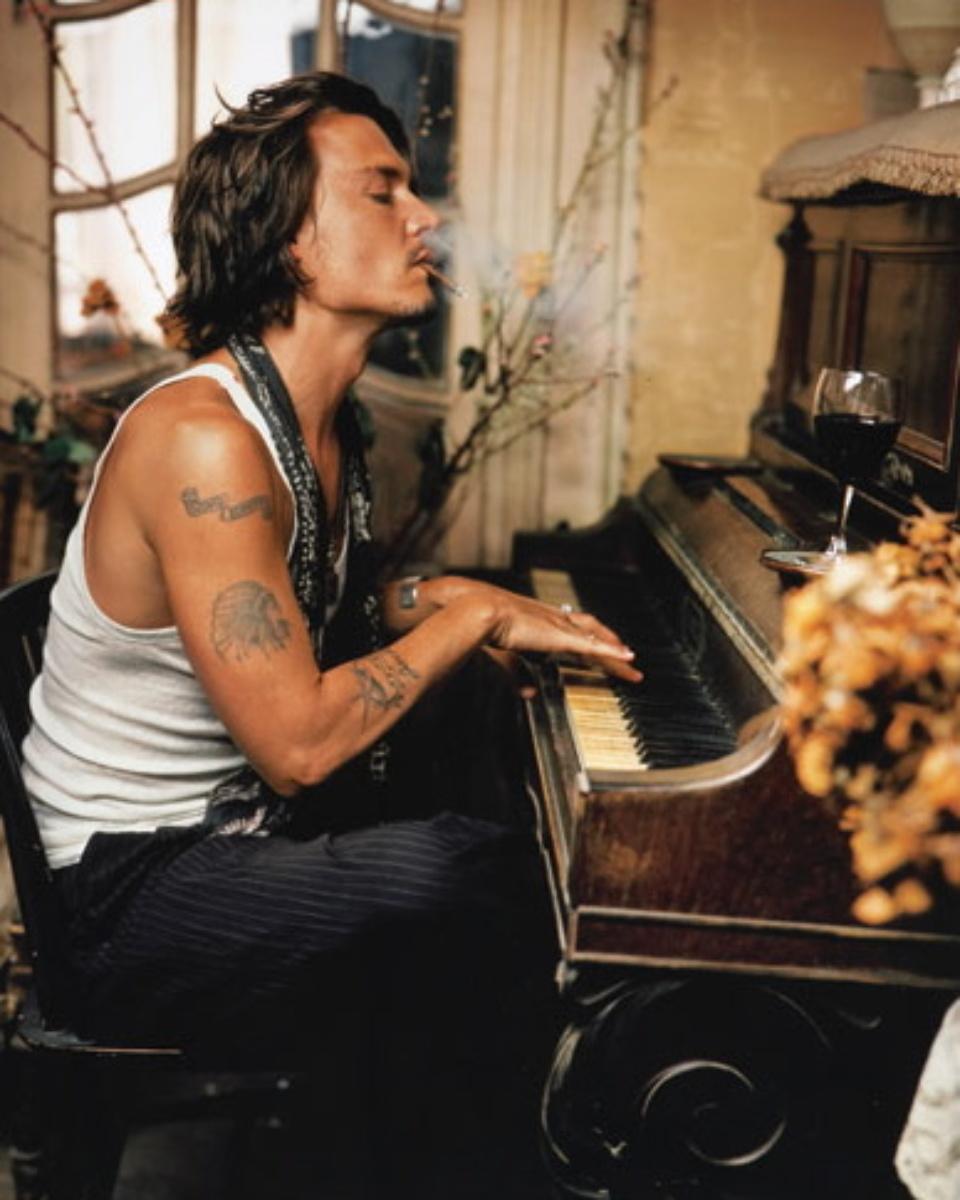 Mark Seliger: Johnny Depp chez Madame Simon France, 2003 C-print