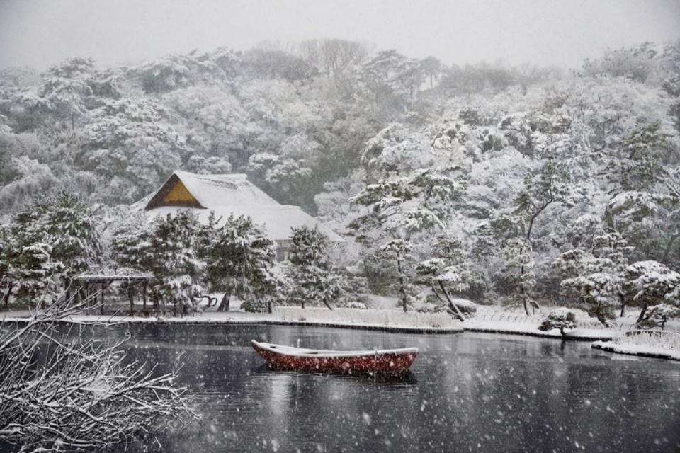 Steve McCurry: Boat Covered in Snow in Sankei-en Gardens