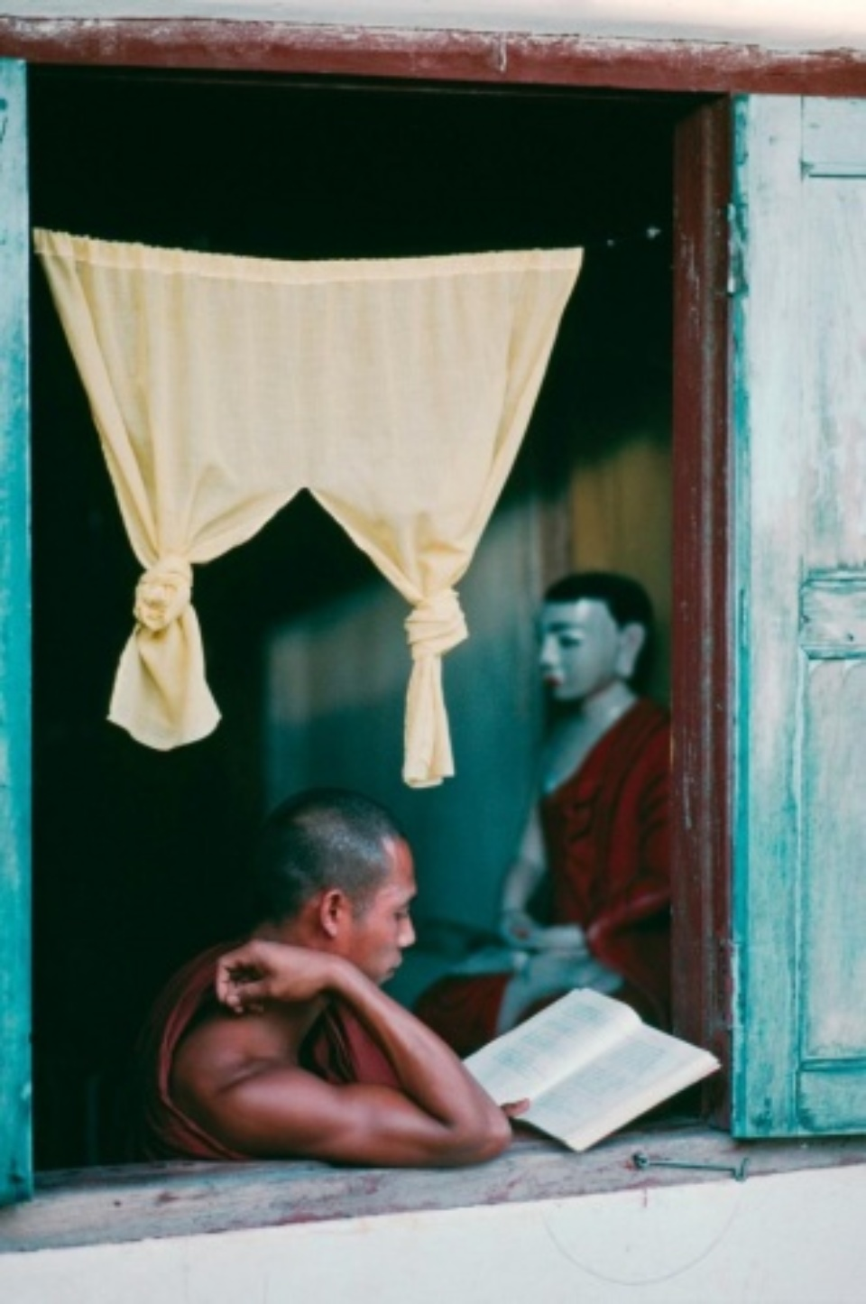 Steve McCurry: Rangoon, Myanmar/Burma