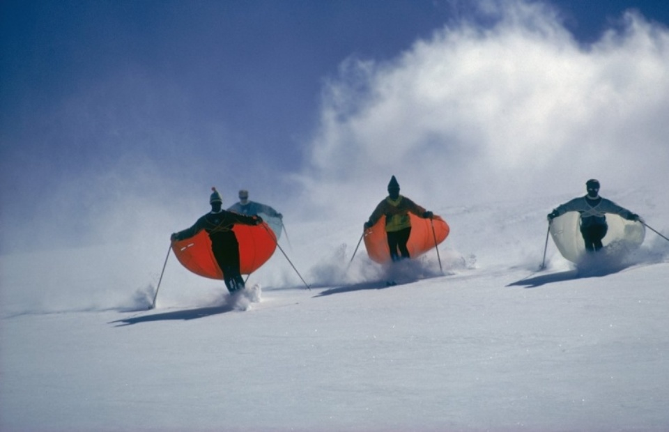 Slim Aarons: Parachute Ski