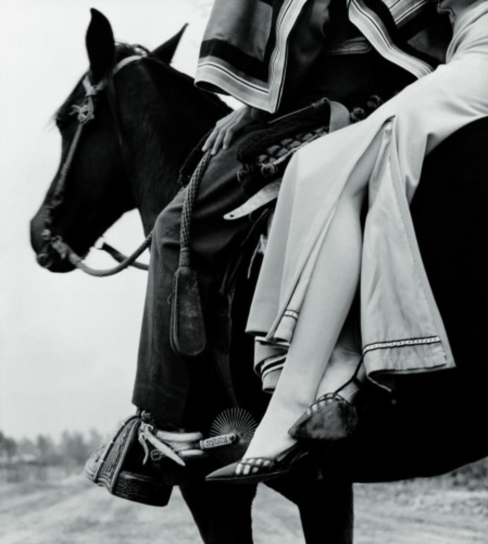 Im Damensitz Peru, 1963 Falke Fashion. (Silbergelatine Print)