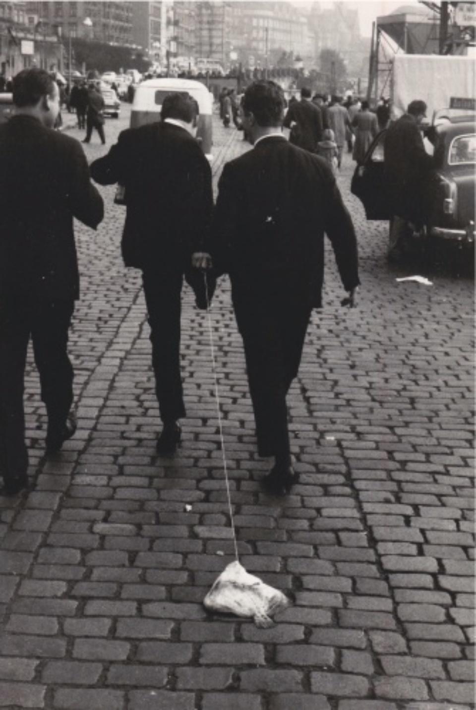 Robert Lebeck Eine Scholle an der Leine Fischmarkt, St. Pauli, 1962 Vintage gelatin silver print Signed, titled and dated on verso 20 x 29 cm