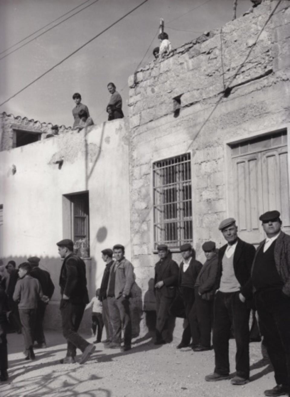 Vintage Press: Photograph Einwohner des Dorfes Orsolo Sardinien Vintage gelatin silver print 23,8 x 30,2 cm