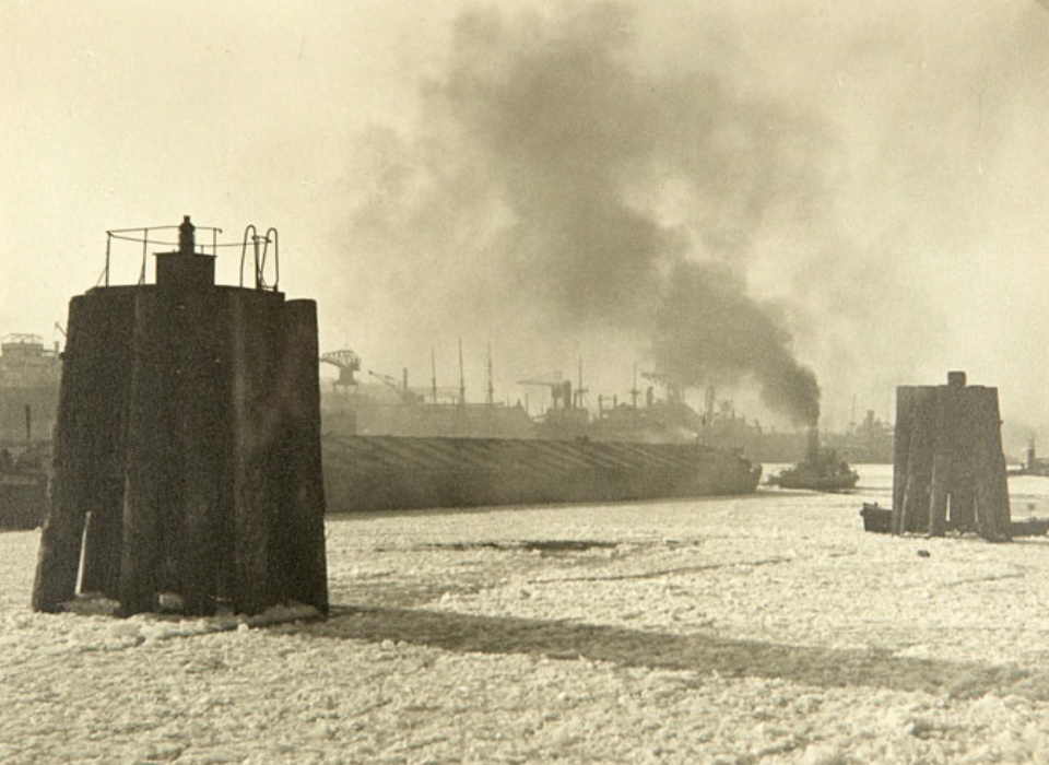 Albin Müller Wintermorgen im Hamburger Hafen Hamburg, 30er Jahre Gelatin Silver Print