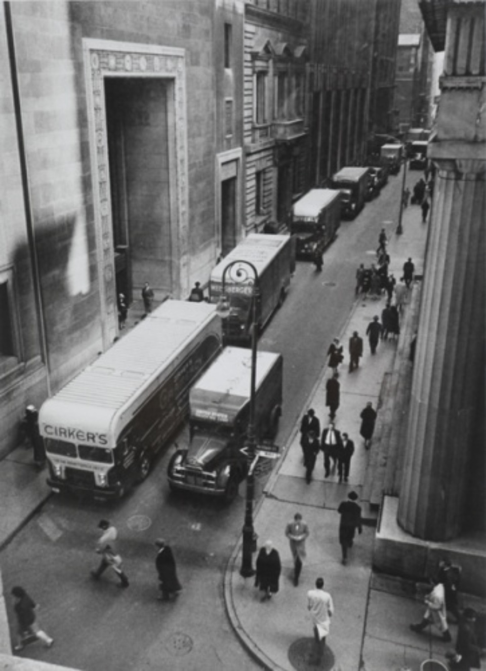 Arthur Leipzig: Chase Manhattan Moves New York, 1961 Vintage gelatin silver print Signed on recto c 22 x 30 cm