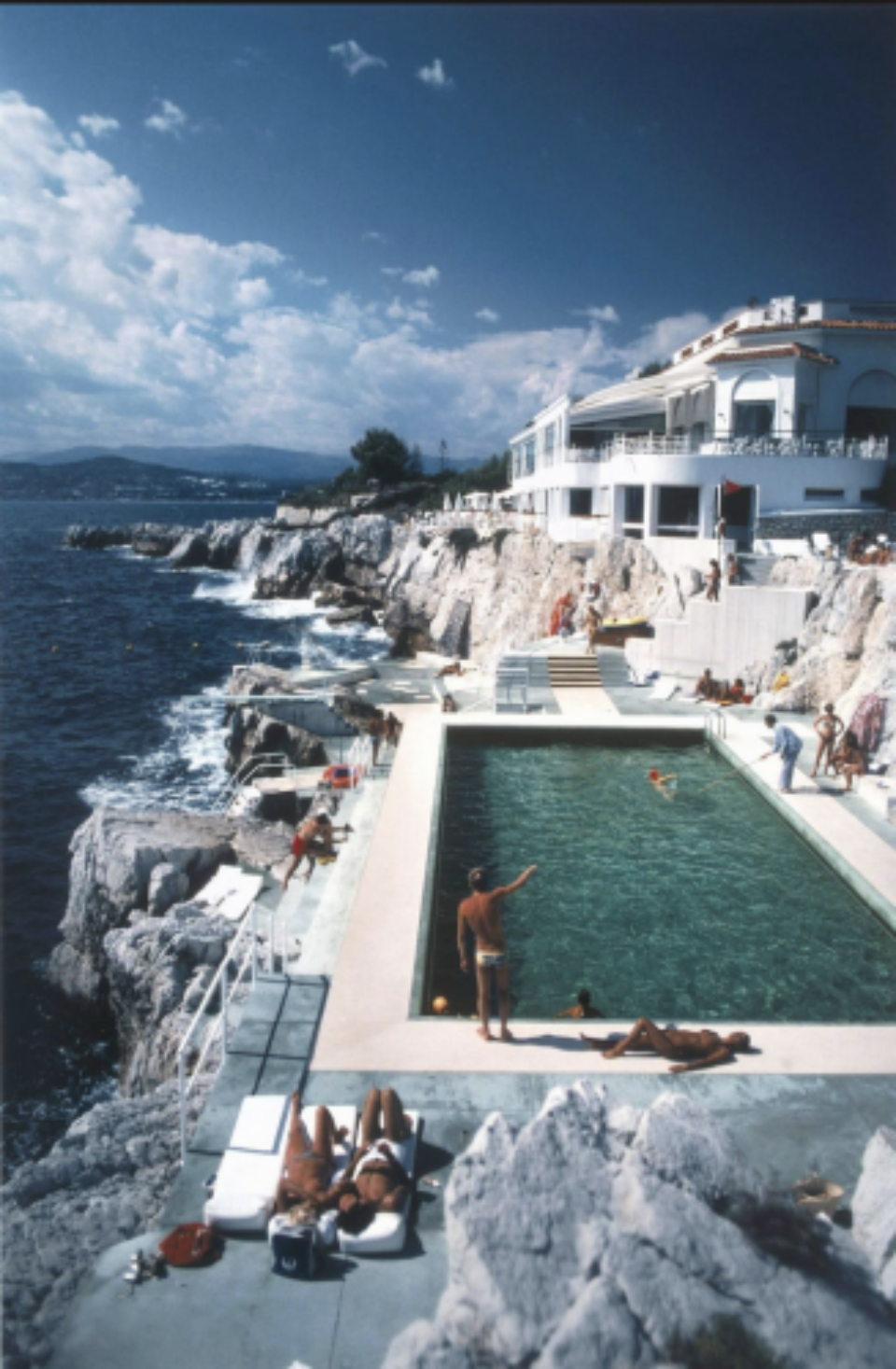 Slim Aarons: Guests by the pool at the Hôtel du Cap-Eden-Roc, Antibes, France
