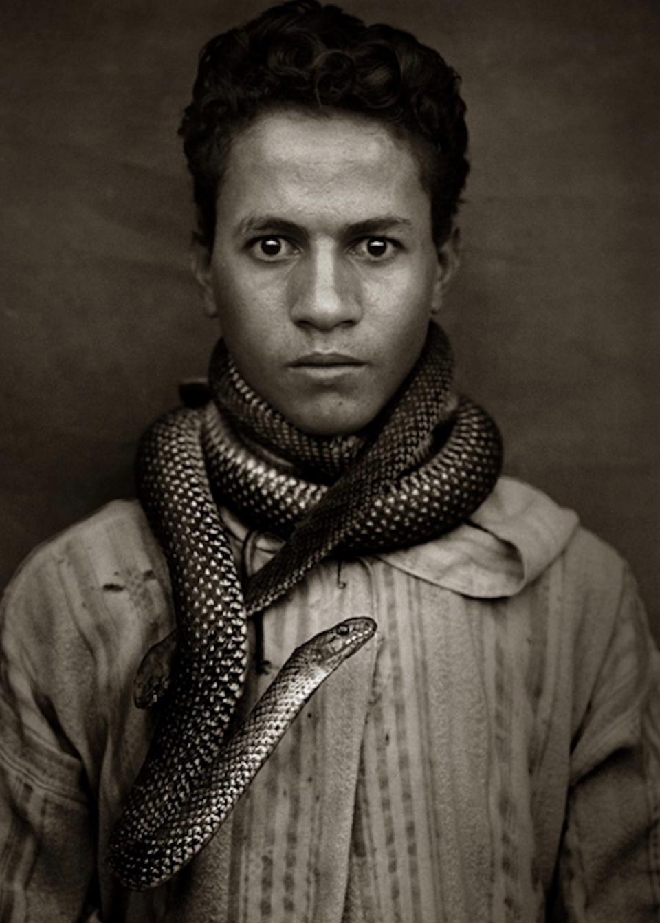 Albert Watson. Abas Chaeai, Snake Chramer, Marrakesch, Marokko, 1997