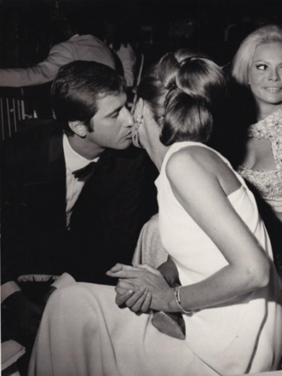 Vintage Press: Photograph Capucine mit ihrem Verlobten Gianfranco Piacentini 1967 Vintage gelatin silver print 18,2 x 23,9 cm