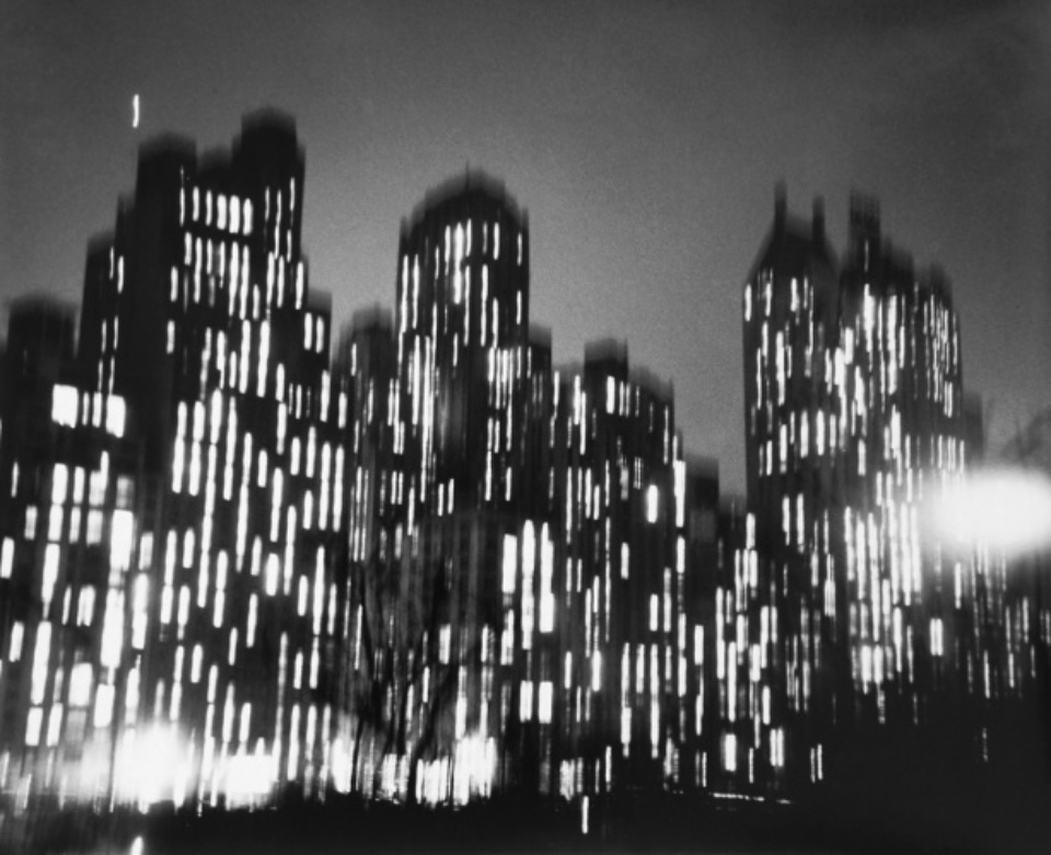 Ted Croner: Central Park South New York, 1947/48 Gelatin silver print, printed later Signed, titled and dated on verso Artist stamp on verso 50 x 40cm