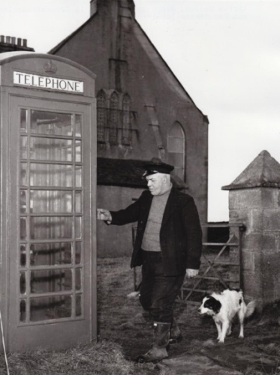 Vintage Press: Photograph Andrew Manson, the loneliest man in Britain 1960 Vintage gelatin silver print 16,7 x 21,5 cm