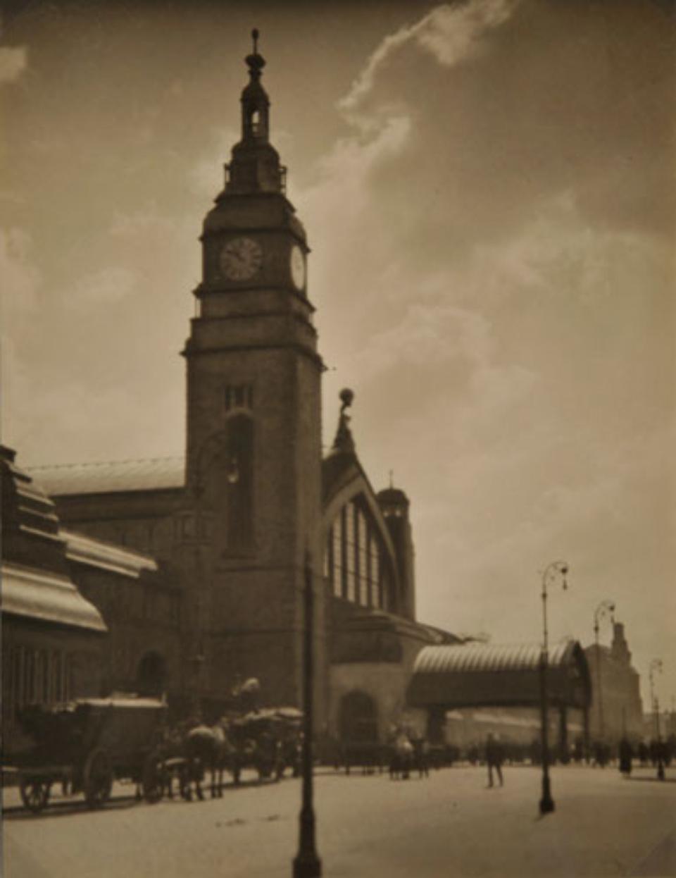 E.O. Hoppé Hamburg Central Station, 1925 Vintage gelatin silver print