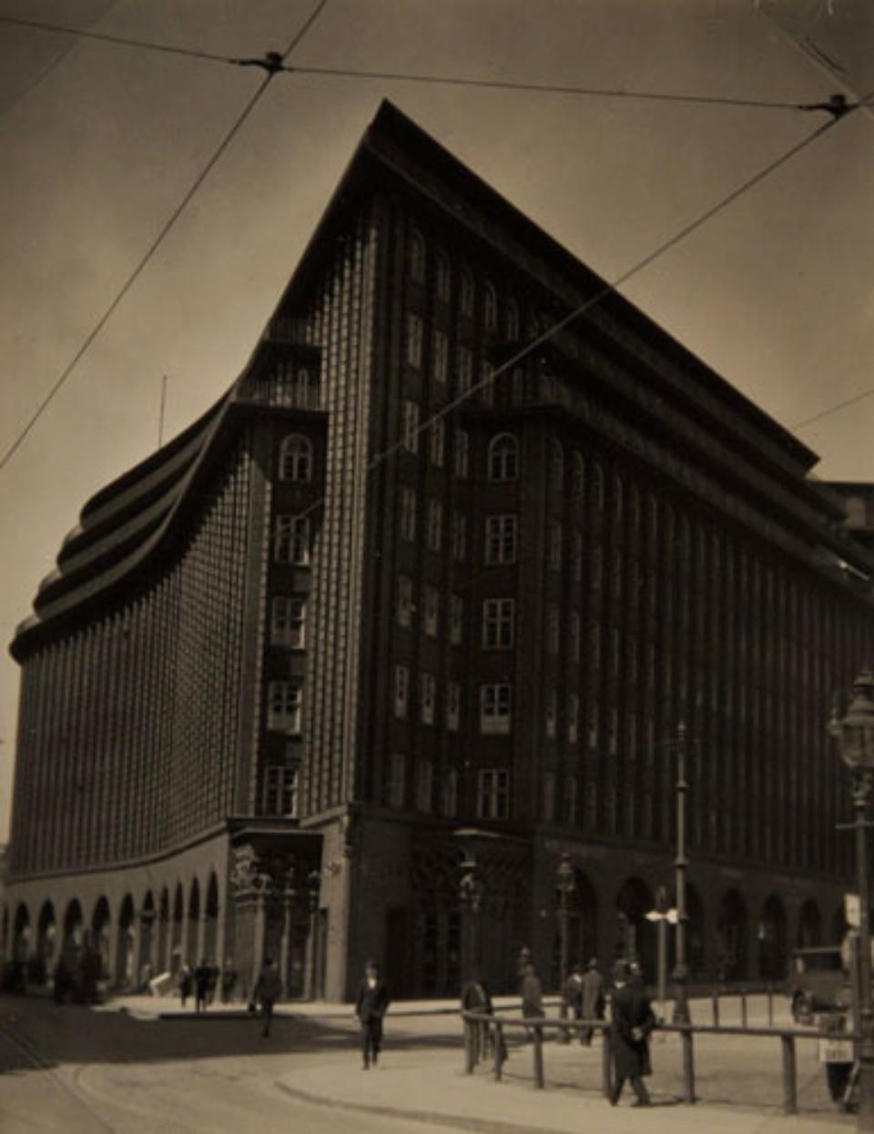 E.O. Hoppé Chilehaus, Hamburg, 1925 Vintage gelatin silver print