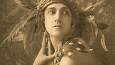 E.O. Hoppé Tamara Karsavina, L'Oiseau de Feu 1911 Photogravüre