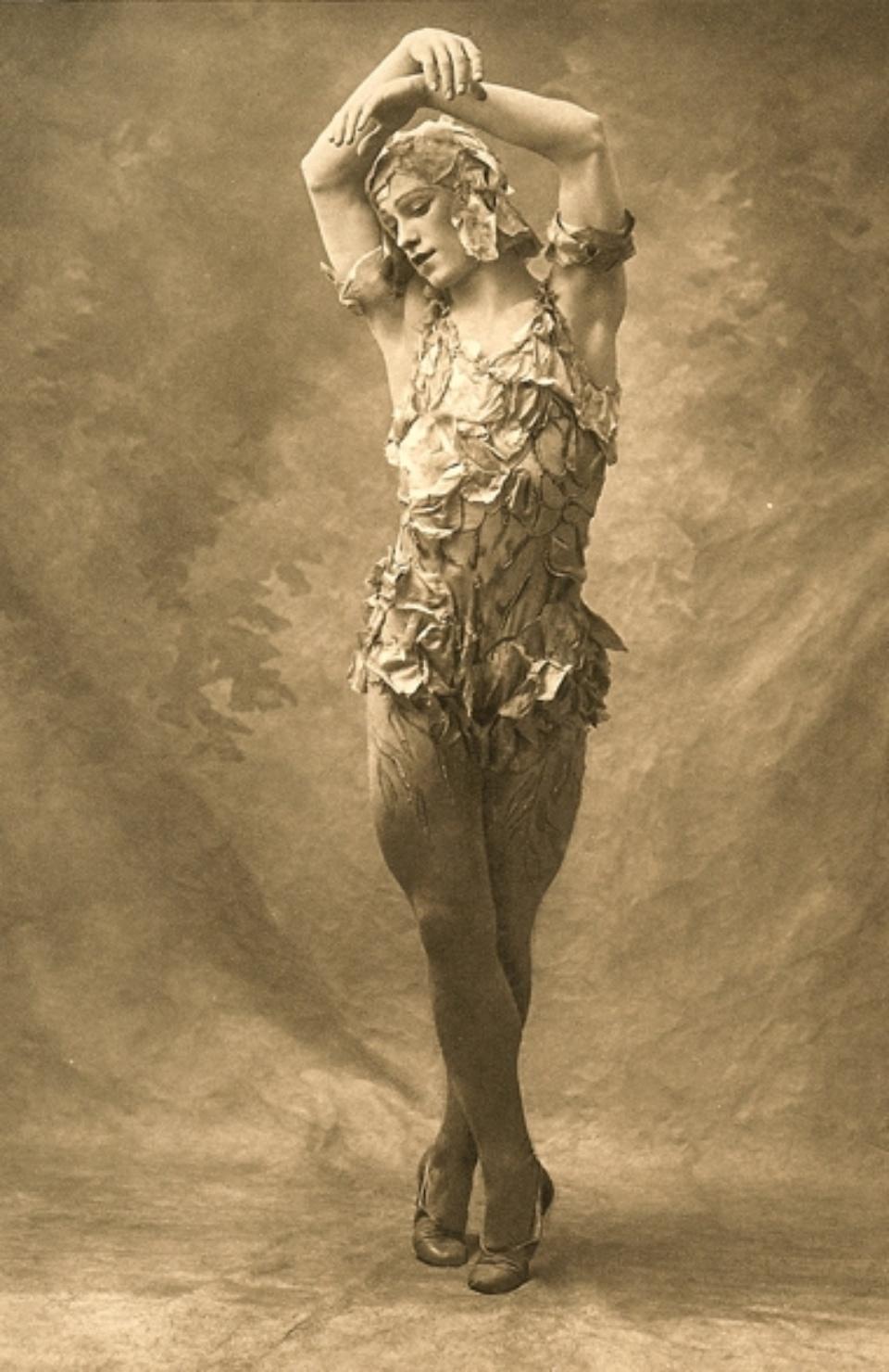 E.O. Hoppé Vaslav Nijinsky, Le Spectre de la Rose 1911 Photogravüre