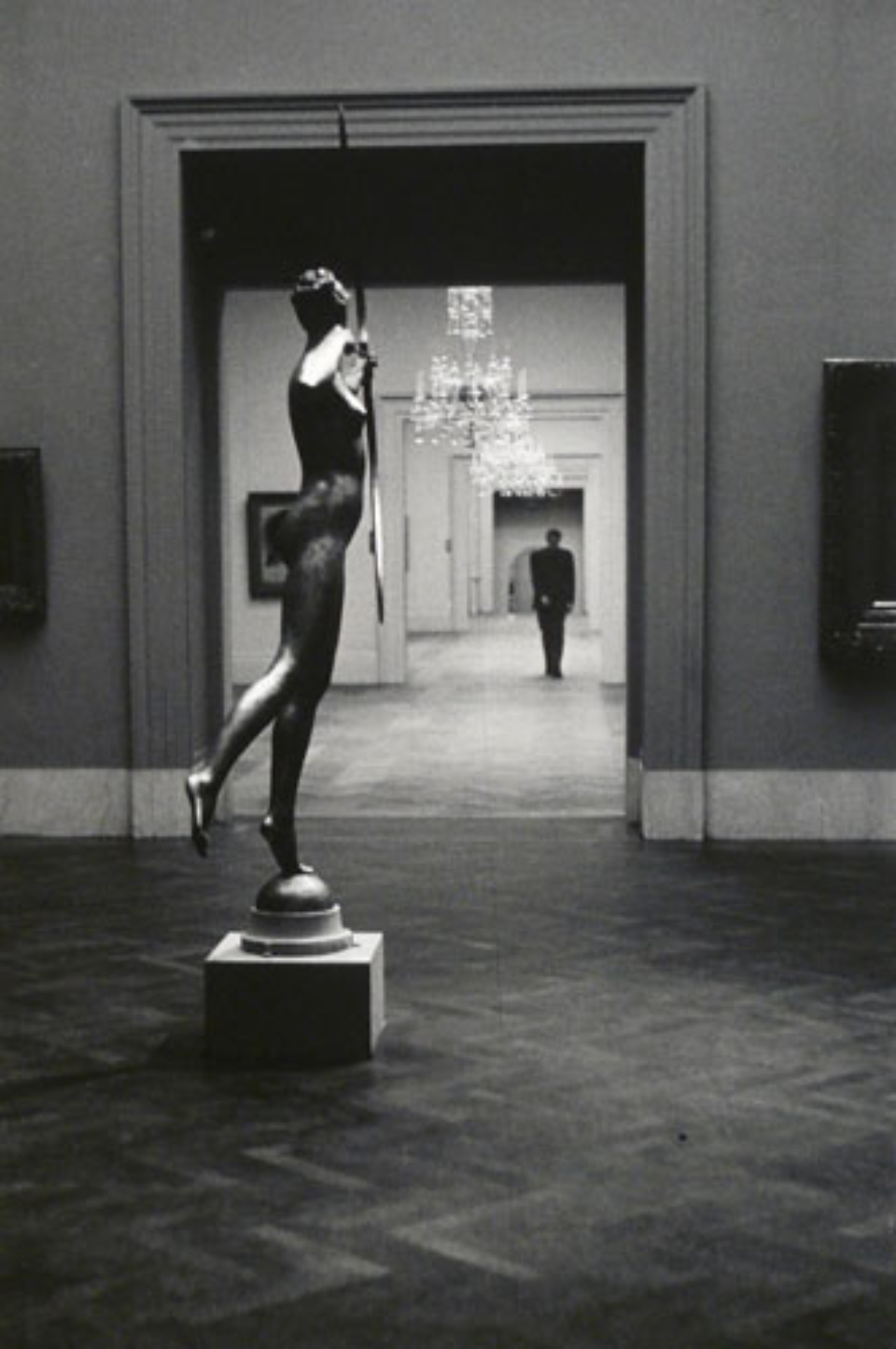 Elliott Erwitt Metropolitan Museum New York City, 1949 Gelatin Silver Print Signed, titled and dated Available in different formats