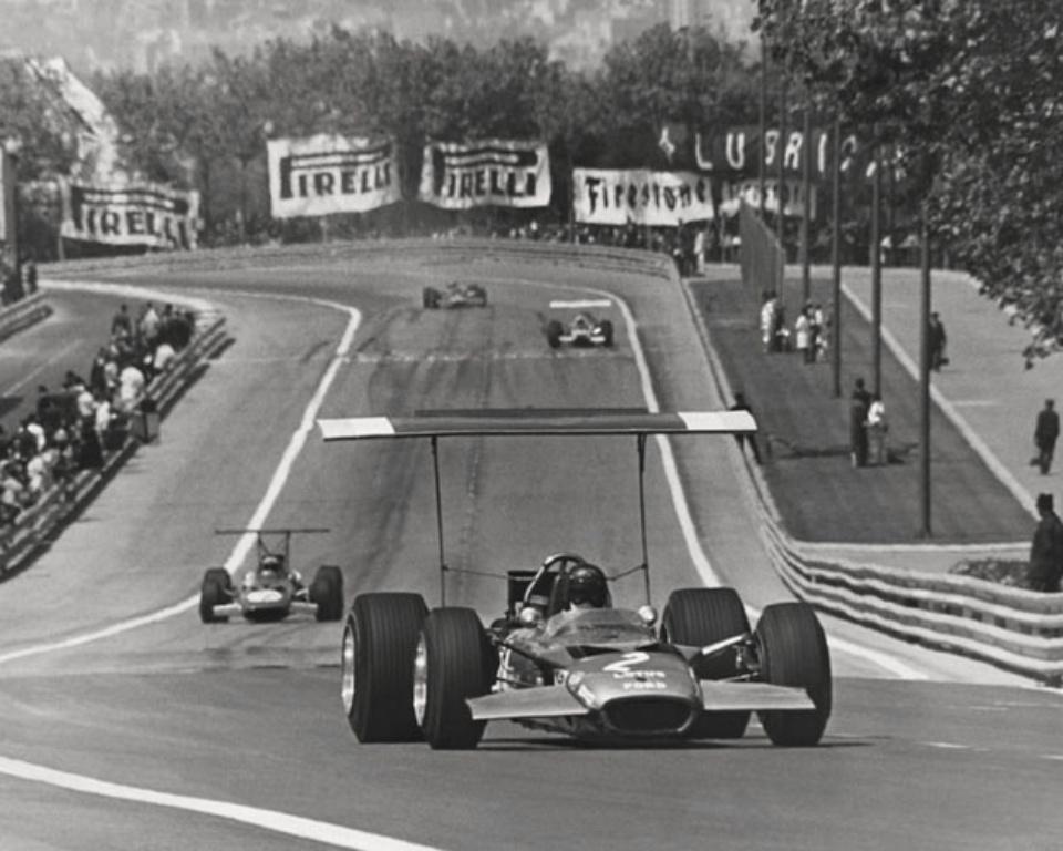 Ferdi Kräling Lotus 49. Das Technik-Intermezzo mit den absurd hohen Heckflügeln Barcelona, 1969 Gelatin silver print Ed. of 10