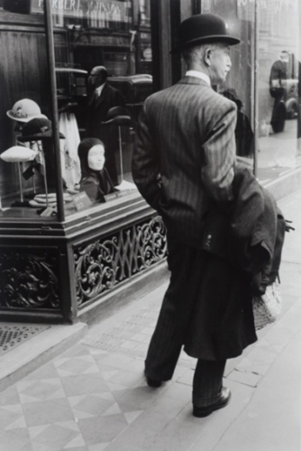 Inge Morath: Bond Street, London Great Britain, 1953 Gelatin siver print, printed 2008 Embossed on recto Estate stamp 50 x 40 cm