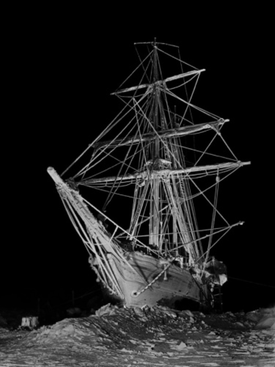Frank Hurley Endurance in Full Sail 1915