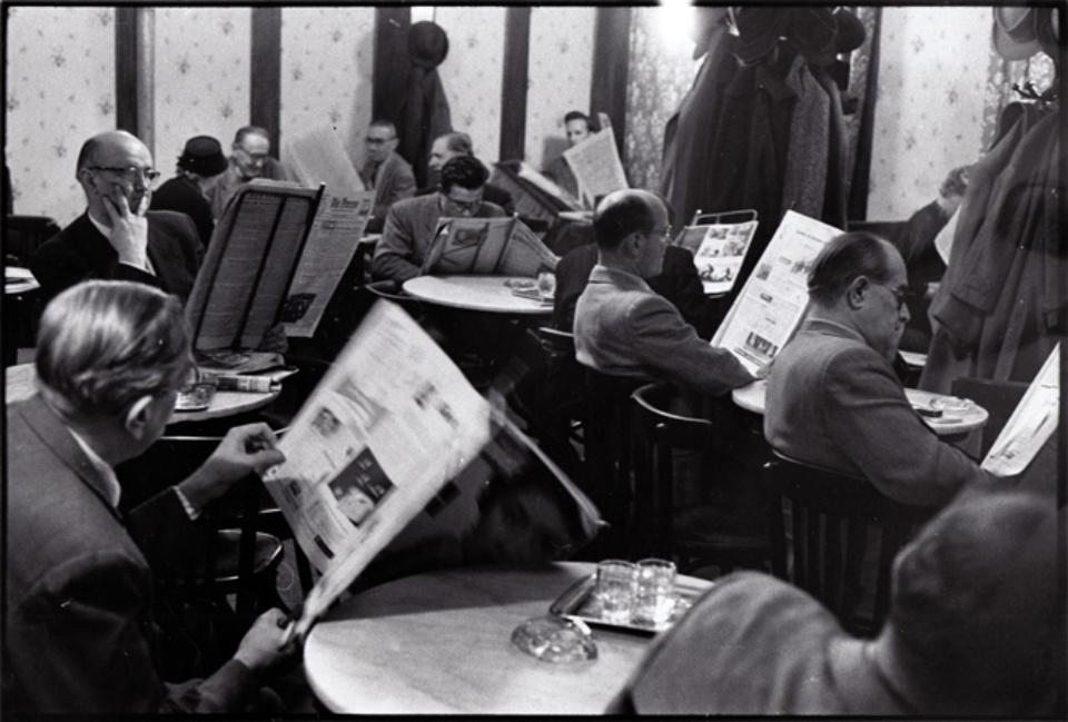 Franz Hubmann Im Café Hawelka, Wien, 1956/57 Vintage gelatin silver print Annotations and artist stamp on verso