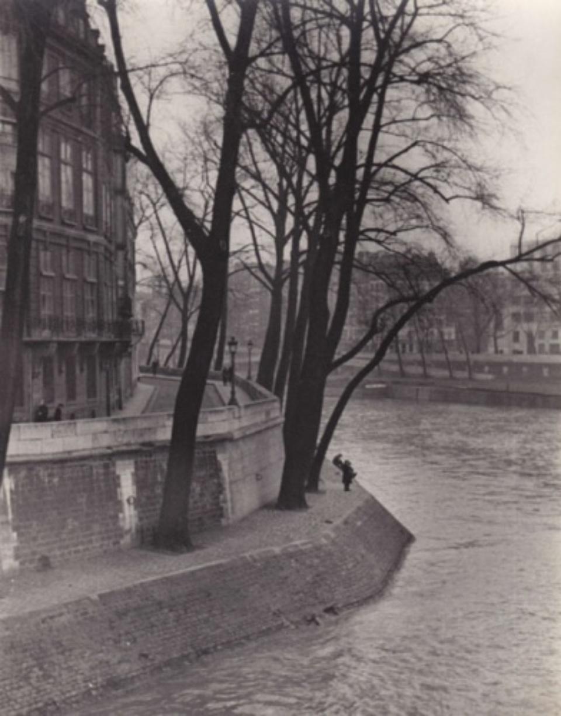 Fred Stein Bend in River - Au bord de la Seine Paris, 1937 Vintage gelatin silver print 18,5 x 23,5 cm