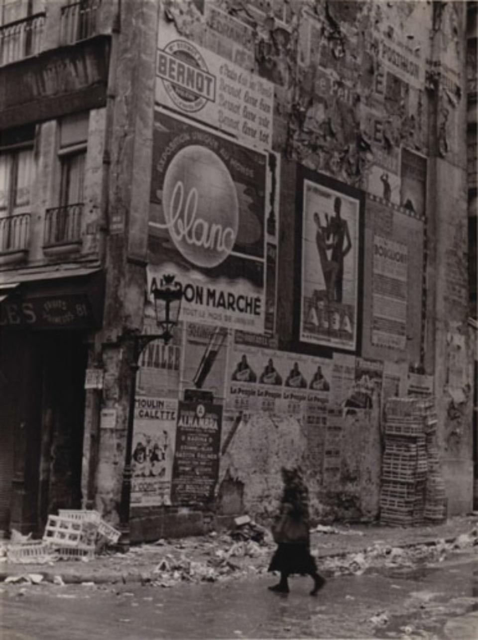 Fred Stein Rue Saint-Denis Paris, 1937 Vintage gelatin silver print 19,3 x 25,5 cm