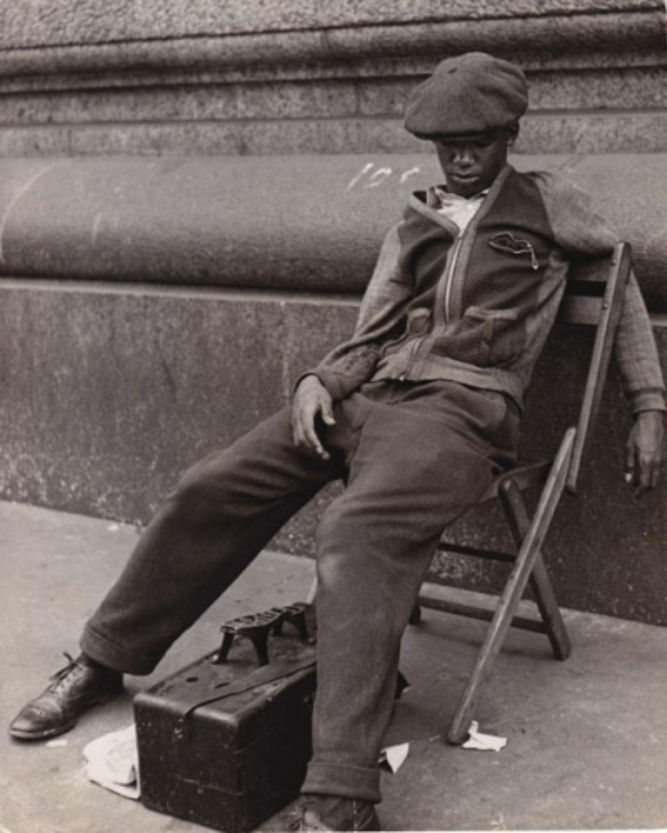 Fred Stein Shoeshine New York, 1948 Vintage gelatin silver print 19,5 x 24 cm
