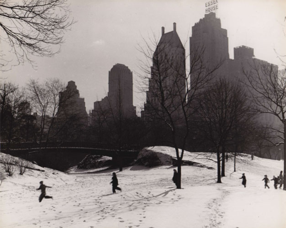 Fred Stein Winter in Central Park New York, 1946 Vintage gelatin silver print 20 x 24,8 cm