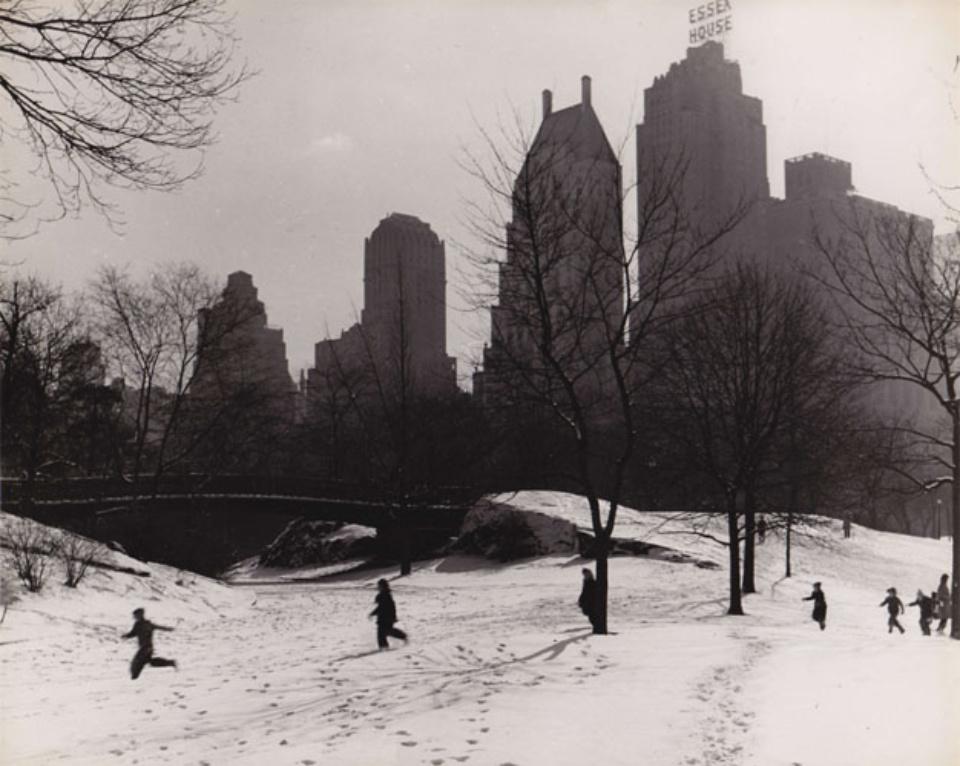 Fred Stein Winter in Central Park New York, 1946 Vintage gelatin silver print 20 x 24,8 cm