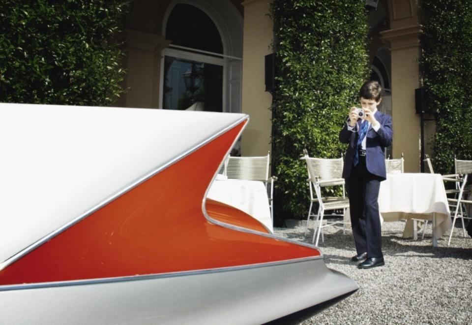 Henrik Jauert: Villa d'Este 2009. Ghia Streamline X, 1955 Lake Como, 2009 C-Print 40 x 60 cm