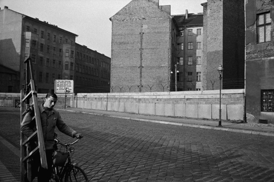 Jürgen Schadeberg Window cleaner and wall Berlin, 1961 Signed and titled Gelatin silver print