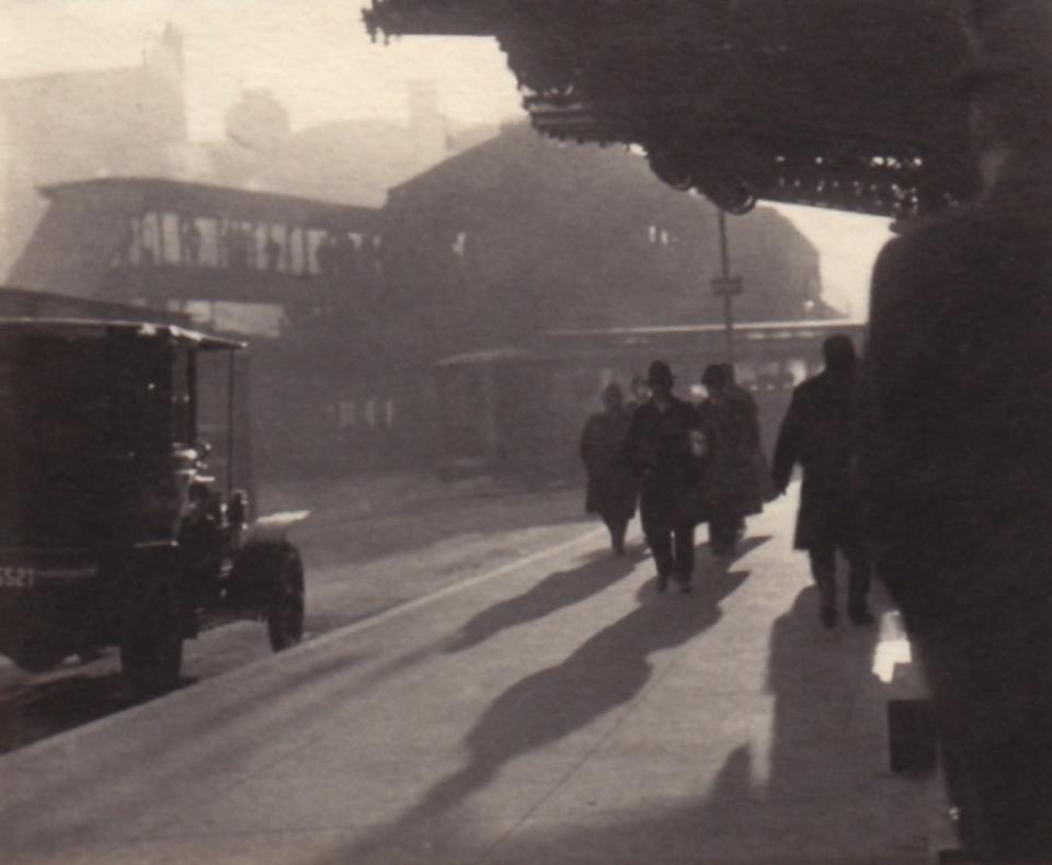 Karl Struss: Shadows New York, 1909 Modern platinum print 8,8 x 7,4 cm Ed. 15/75