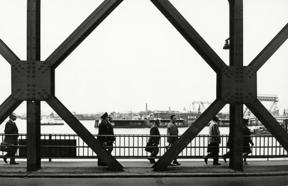 """Herbert List """"Am Baumwall bei der Kehrwiederbrücke"""" Hamburg, 1962"""