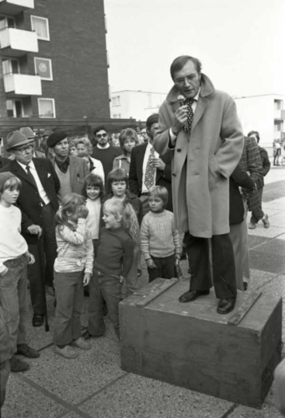 Max Scheler: Rudolf Augstein im Wahlkampf für die FDP, Paderborn, Germany 1972 Modern gelatin silver print 100 x 70 cm