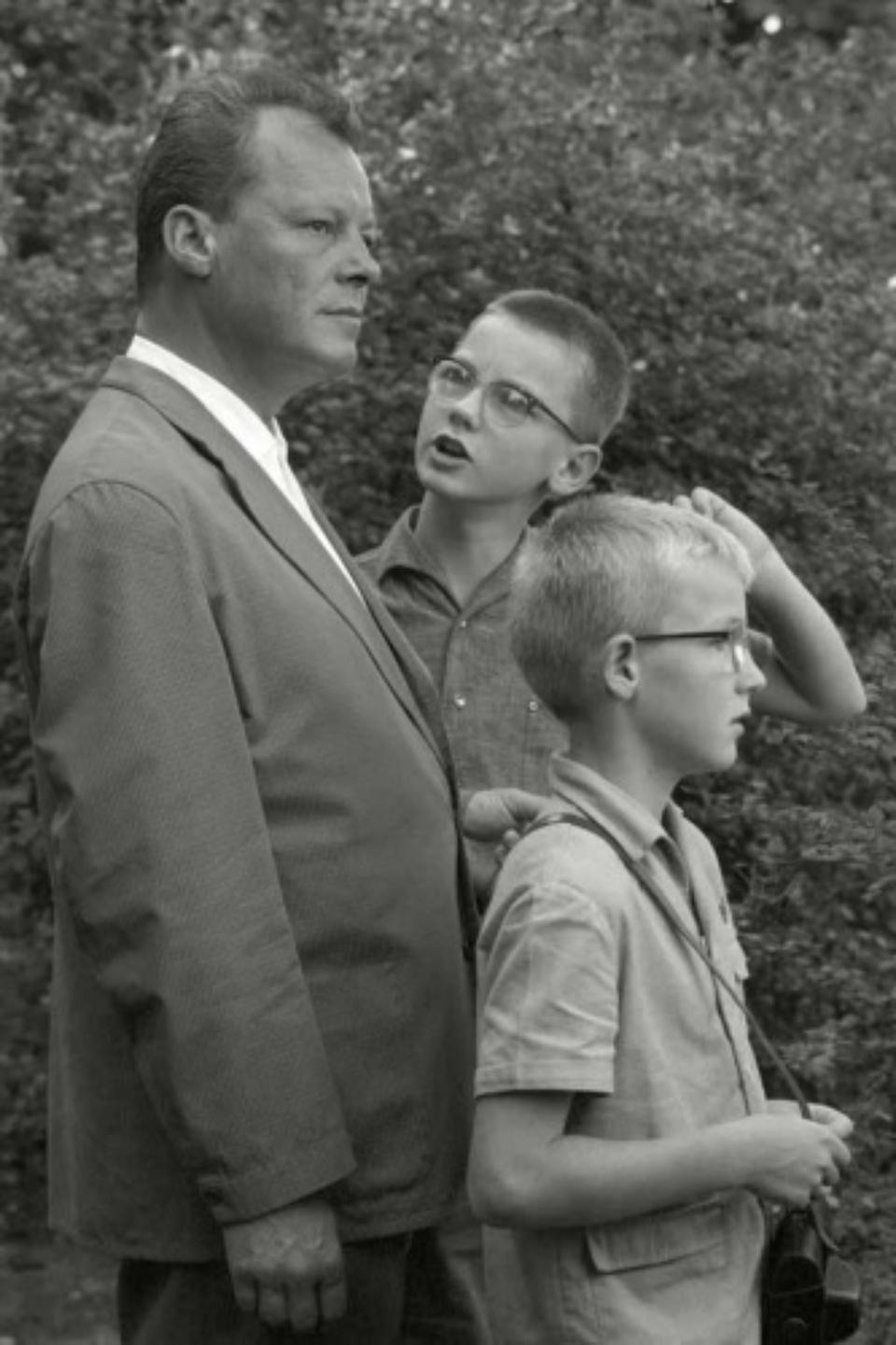 Max Scheler: Berliner Bürgermeister Willy Brandt mit seinen Söhnen, Berlin, Germany 1961 Modern gelatin silver print 50 x 40 cm