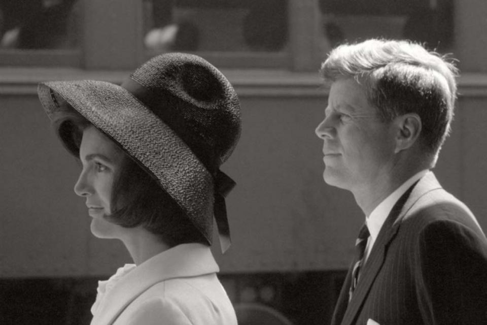 Max Scheler Jackie und John F. Kennedy erwarten Hassan II von Marokko, Washington, USA 1963 Modern gelatin silver print 40 x 50 cm