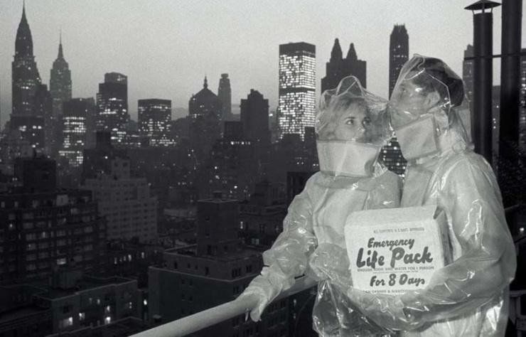 Max Scheler. Schutzanzüge gegen den radioaktiven NIederschlag II, New York, USA 1961 Modern gelatin silver print40 x 50 cm