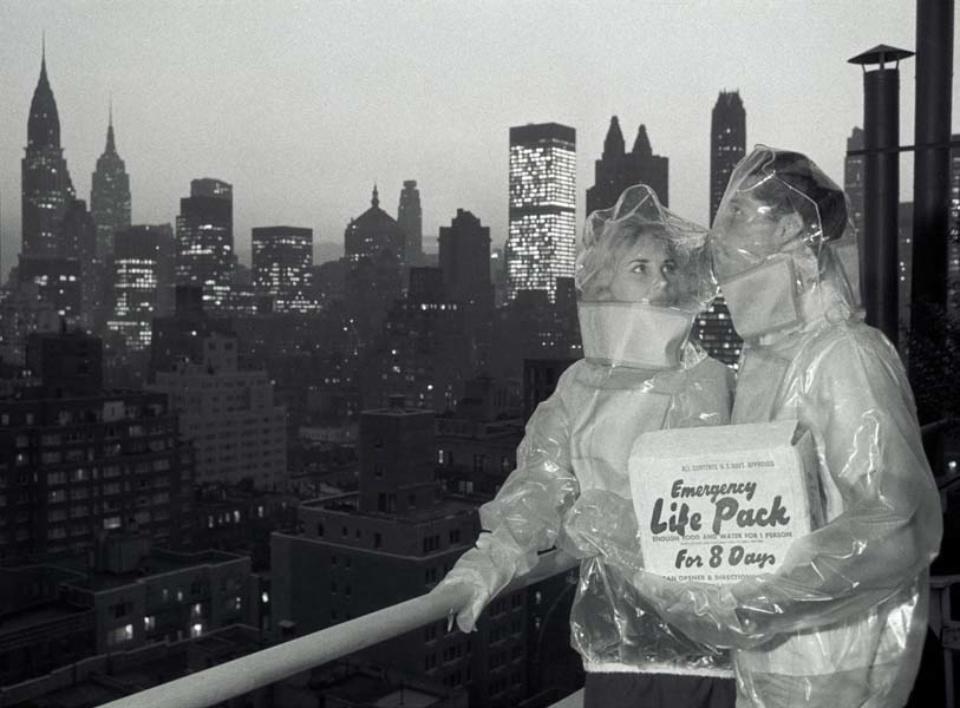 Max Scheler. Schutzanzüge gegen den radioaktiven Niederschlag II, New York, USA 1961