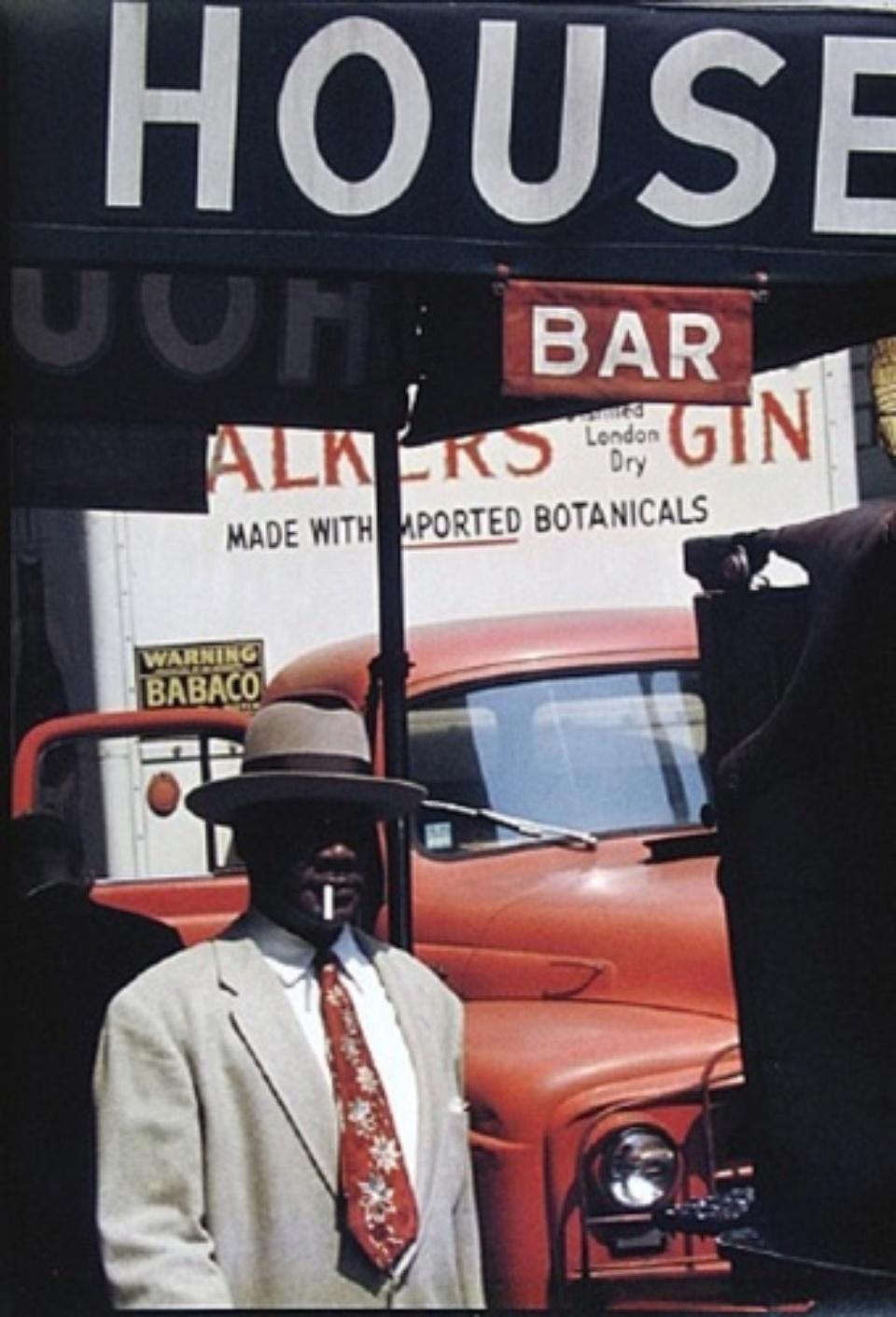 Saul Leiter Harlem 1960 Chromogenic print, printed later Signed on verso 35 x 28 cm
