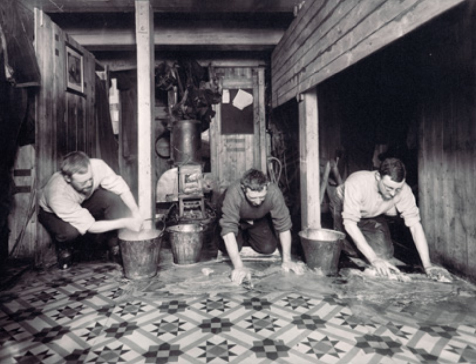 Frank Hurley The scientists washing down the 'Ritz' 1915