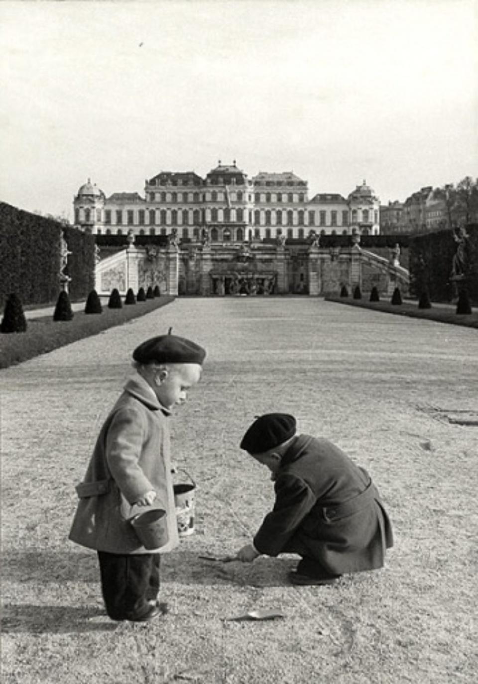 Erich Lessing: Viennese Children Vienna, Austria, 1954