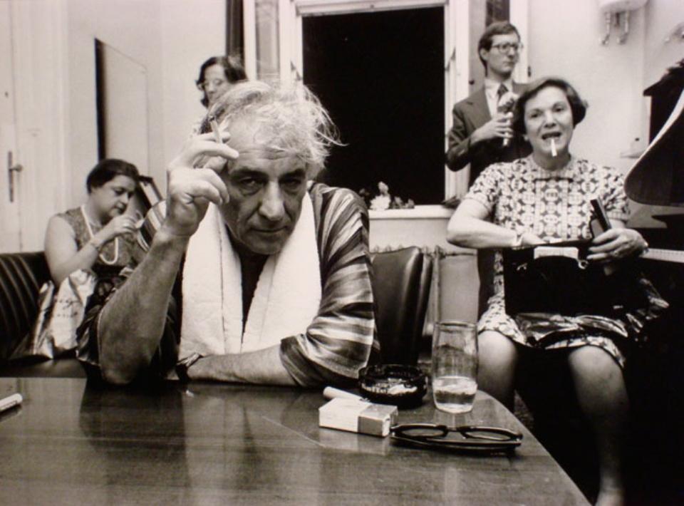 Volker Hinz: Leonard Bernstein Wien, 1975 Gelatin silver print Signed, titled and dated on verso 32 x 47 cm