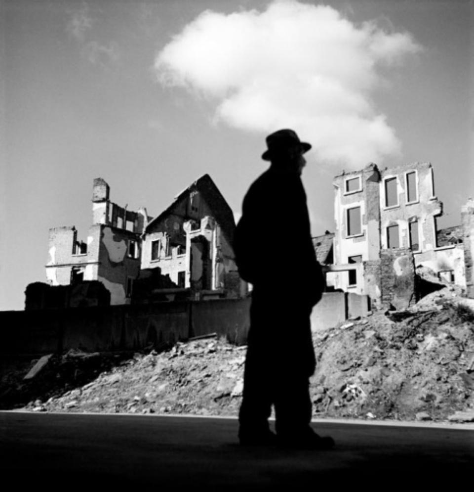 Werner Bischof: Man looking at ruined city Frankfurt am Main, 1946 Modern gelatin silver print Estate stamp on verso 50 x 40 cm