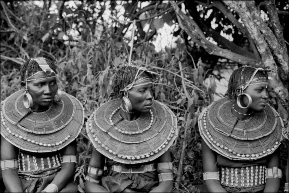 Amy Lyne: Three sitting Ladies Mugie Ranch, Kenya Gelatin silver print