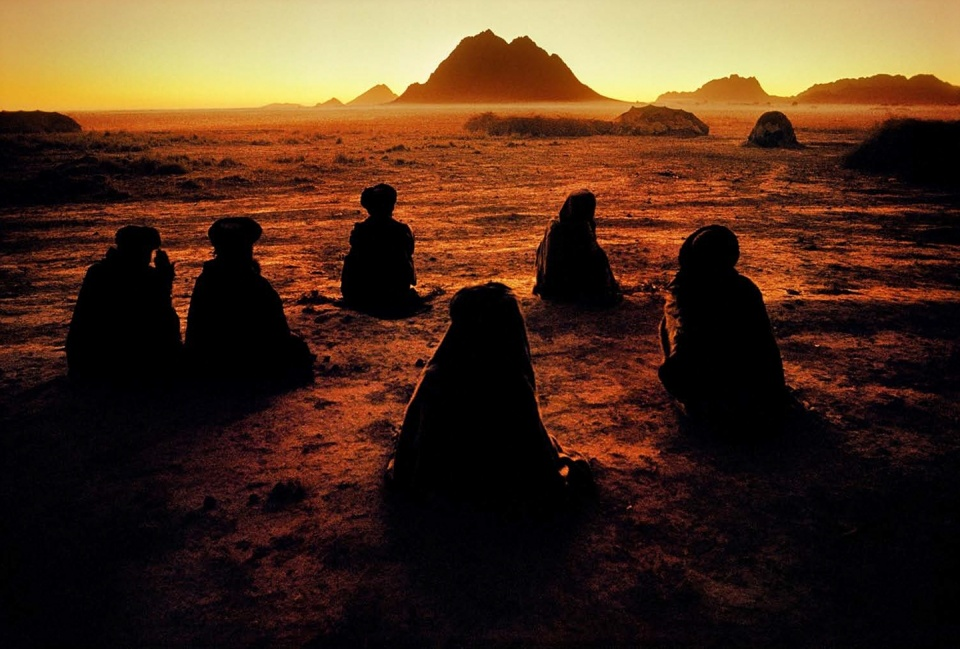 Steve McCurry. Kuchi Nomads at Prayer Kandahar, Afghanistan, 1992