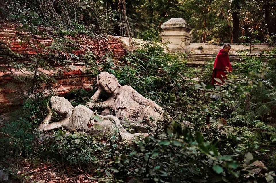 Steve McCurry. Reclining Buddhas at Shwedagon Pagoda Burma, 2010