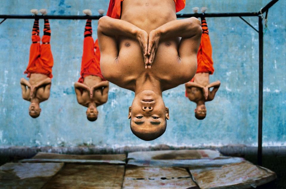 Steve McCurry. Shaolin Monks Training, 2004