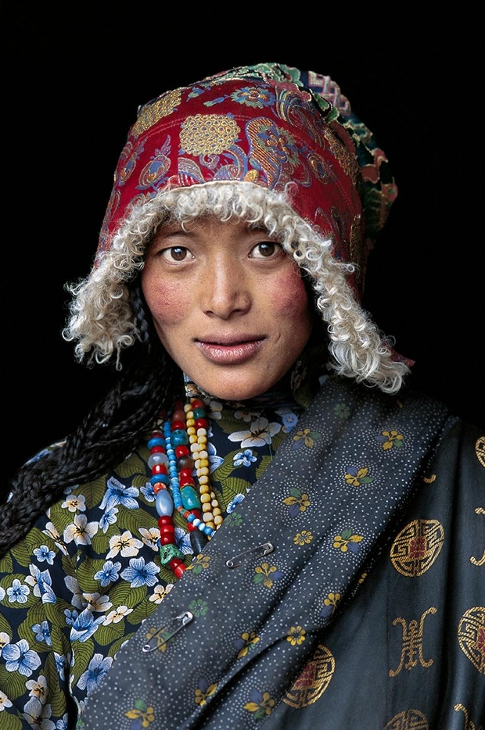 Steve McCurry. Tibetan Woman at a Temple. Amdo, Tibet, 2001.