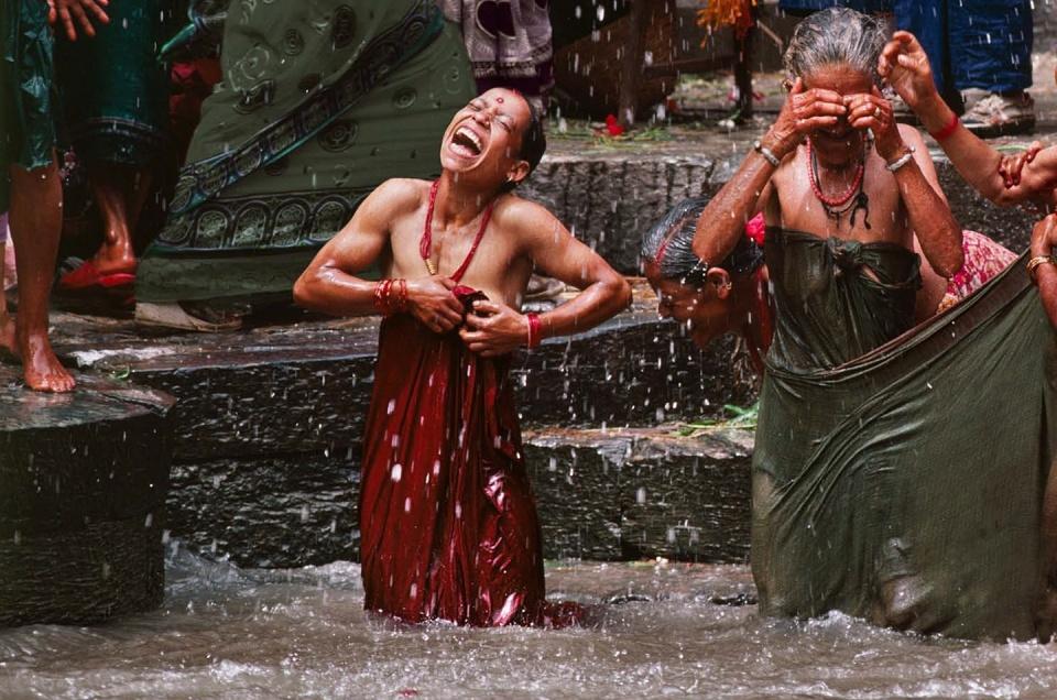 Steve McCurry. Women Celebrate Teej festival Bagmati, Kathmandu, Nepal, 1984